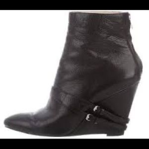 Elizabeth and James Leather Wedge Bootie/Size 10